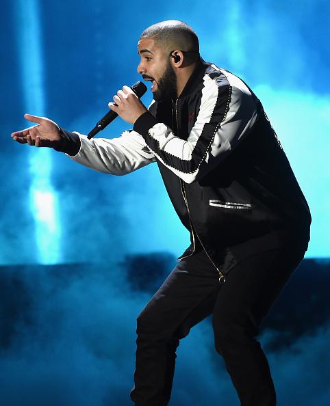 Drake - Entertainer「2016 iHeartRadio Music Festival - Night 1 - Show」:写真・画像(2)[壁紙.com]