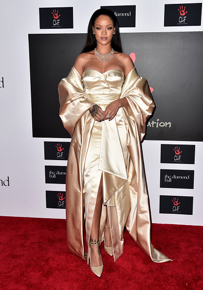 Strapless Evening Gown「Rihanna And The Clara Lionel Foundation Host 2nd Annual Diamond Ball - Arrivals」:写真・画像(5)[壁紙.com]