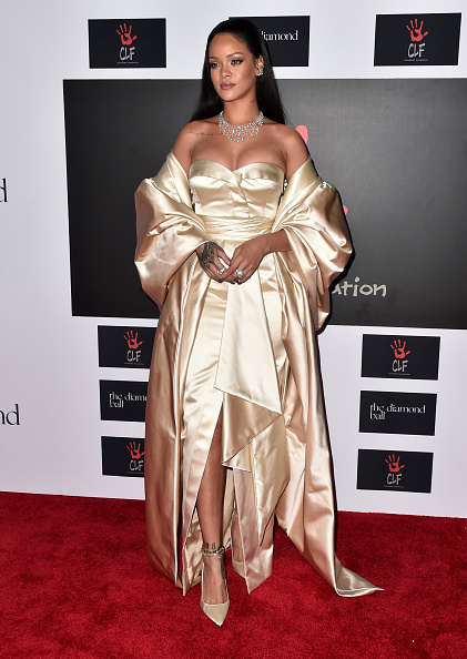 Strapless Evening Gown「Rihanna And The Clara Lionel Foundation Host 2nd Annual Diamond Ball - Arrivals」:写真・画像(4)[壁紙.com]