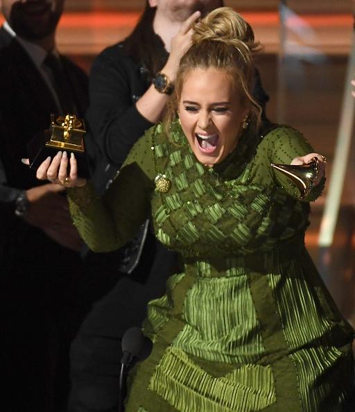 歌手 アデル「The 59th GRAMMY Awards - Show」:写真・画像(4)[壁紙.com]