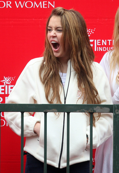 Yawning「16th Annual EIF Revlon Run/Walk For Women」:写真・画像(4)[壁紙.com]