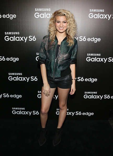 2015年「Samsung Studio LA Hosts A Special Performance With Tori Kelly」:写真・画像(8)[壁紙.com]