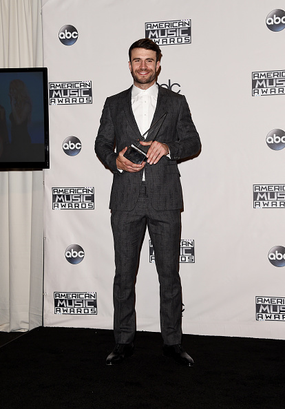 One Man Only「2015 American Music Awards - Press Room」:写真・画像(9)[壁紙.com]