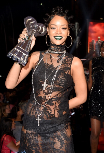 Multichain Necklace「2014 iHeartRadio Music Awards - Backstage & Audience」:写真・画像(13)[壁紙.com]