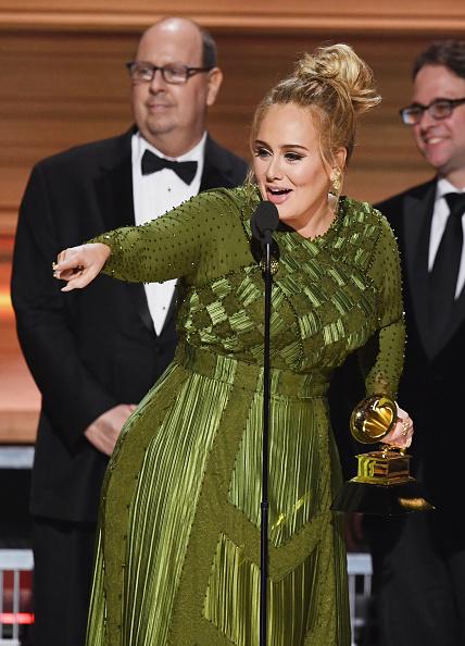 歌手 アデル「59th GRAMMY Awards -  Show」:写真・画像(7)[壁紙.com]