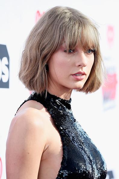 テイラー・スウィフト「iHeartRadio Music Awards - Red Carpet」:写真・画像(16)[壁紙.com]