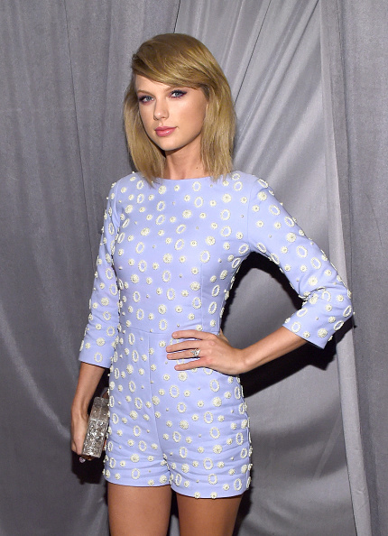 Taylor Swift「Pre-GRAMMY Gala And Salute To Industry Icons Presented By Clive Davis And The Recording Academy Honoring Martin Bandier - Red Carpet」:写真・画像(16)[壁紙.com]