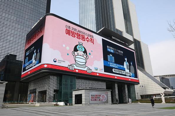 警戒「South Korea Battles Against The Coronavirus Outbreak」:写真・画像(14)[壁紙.com]