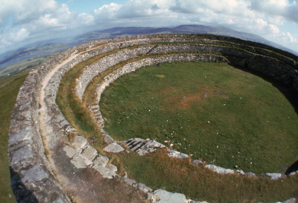County Donegal「Grianan of Aileach Hillfort, 6th-7th century.」:写真・画像(5)[壁紙.com]