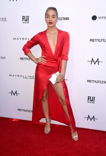 シルバーのハンドバッグ「The Daily Front Row's 5th Annual Fashion Los Angeles Awards - Arrivals」:写真・画像(6)[壁紙.com]