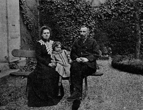 Bench「M and Mme Curie in the garden of their Paris house, c1902, (1903)」:写真・画像(12)[壁紙.com]