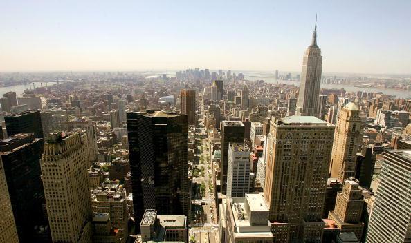 ミッドタウンマンハッタン「Chrysler Building Celebrates 75th Anniversary」:写真・画像(2)[壁紙.com]
