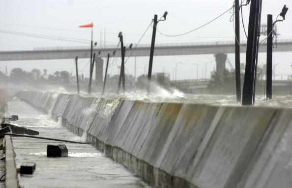 Levee「Hurricane Gustav Hits U.S. Gulf Coast」:写真・画像(15)[壁紙.com]