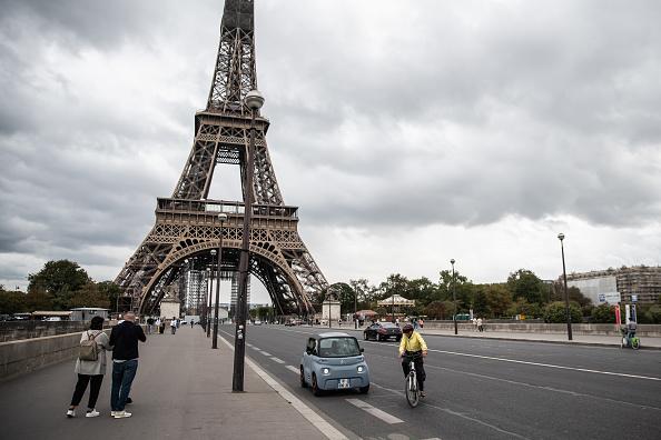 Eiffel Tower「Citroen's Tiny Electric Car For Teens」:写真・画像(5)[壁紙.com]