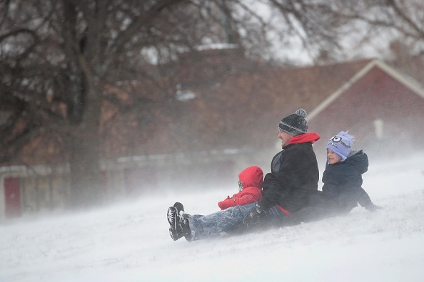 Scott Olson「Winter Storm Brings Heavy Snow To Chicago」:写真・画像(3)[壁紙.com]