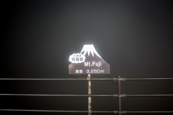 富士山「Mount Fuji Climbing Season Begins」:写真・画像(8)[壁紙.com]