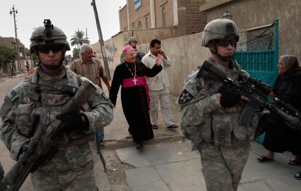Baghdad「Iraqi Christians Return to Baghdad Church for Mass」:写真・画像(14)[壁紙.com]