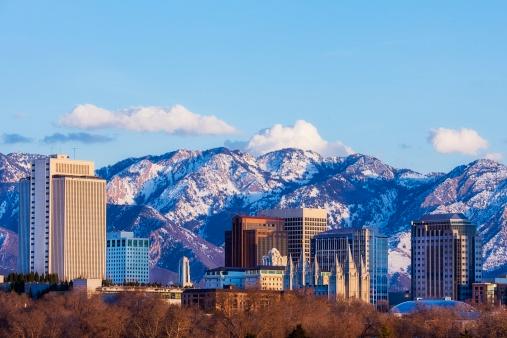 Salt Lake「Salt Lake City Skyline in Early Spring with Copy Space」:スマホ壁紙(5)