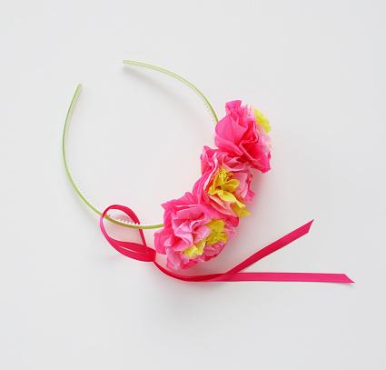 Headband「Making tissue paper head bands」:スマホ壁紙(0)
