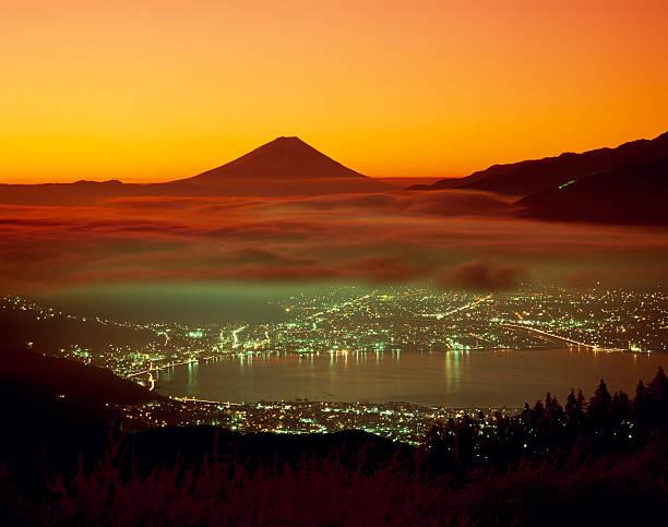 霧の中に富士山のまとめ:2009年06月11日(壁紙.com)
