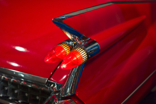 Airplane Tail「Tail fin on a 1959 red automobile」:スマホ壁紙(5)