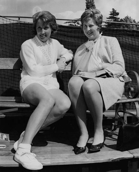 座る「Christine Truman And Angela Mortimer」:写真・画像(10)[壁紙.com]