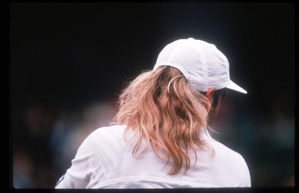 Headwear「Tennis Player Andre Agassi Returns A Serve During The Wimbledon Tournament July 5 1992 I」:写真・画像(4)[壁紙.com]