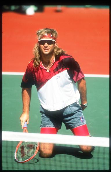 アンドレ アガシ「Tennis Player Andre Agassi Kneels On A Tennis Court November 15 1991 In USA Agassi Made」:写真・画像(9)[壁紙.com]