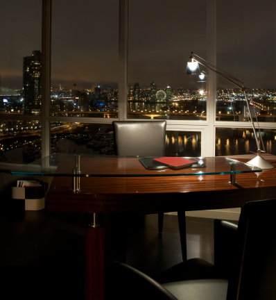 Desk Lamp「Office desk with illuminated lamp at night」:スマホ壁紙(11)