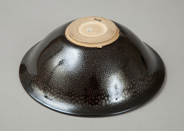 Crockery「A 20th century copy of buff-bodied Cizhou-type bowl with oil spot glaze, 20th century」:写真・画像(9)[壁紙.com]