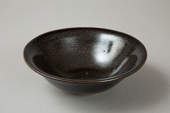 Bowl「A 20th century copy of buff-bodied Cizhou-type bowl with oil spot glaze, 20th century」:写真・画像(10)[壁紙.com]