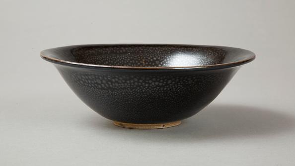 Bowl「A 20th century copy of buff-bodied Cizhou-type bowl with oil spot glaze, 20th century」:写真・画像(12)[壁紙.com]
