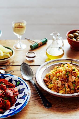 Paella「saefood paella on table with tapas」:スマホ壁紙(15)
