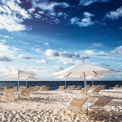 ビーチ「バハマの砂のビーチチェア」:スマホ壁紙(1)