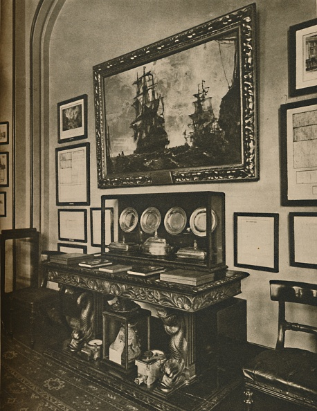 Insurance「Cabinet Of Nelson Relics In Lloyds Committee Room C」:写真・画像(18)[壁紙.com]