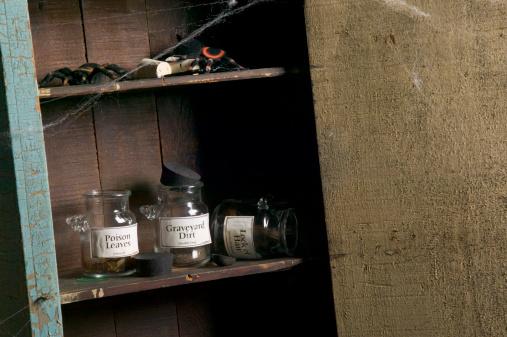 ハロウィン「Cabinet of scary things」:スマホ壁紙(3)