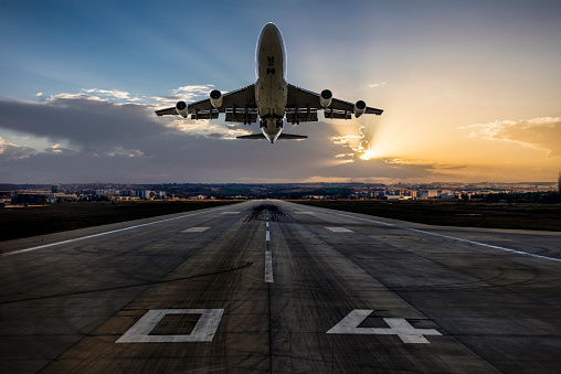 Airport Runway「Huge two storeys commercial jetliner taking off」:スマホ壁紙(13)
