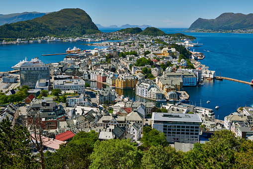"""Aksla「View from Aksla hill over Alesund, """"Byrampen Viewpoint""""」:スマホ壁紙(2)"""