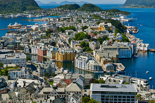"""Aksla「View from Aksla hill over Alesund, """"Byrampen Viewpoint""""」:スマホ壁紙(11)"""