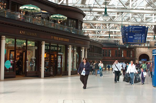 Glasgow - Scotland「View from Ayrshire platforms looking towards Concourse. Glasgow Central Station. April 23005.」:写真・画像(5)[壁紙.com]