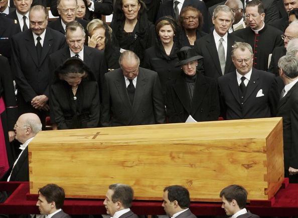 Religious Mass「Funeral Held For Pope John Paul II」:写真・画像(18)[壁紙.com]