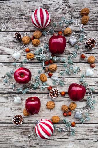 Pine Cone「Christmas apples, walnuts, hazelnuts and Christmas decoration on wood」:スマホ壁紙(15)