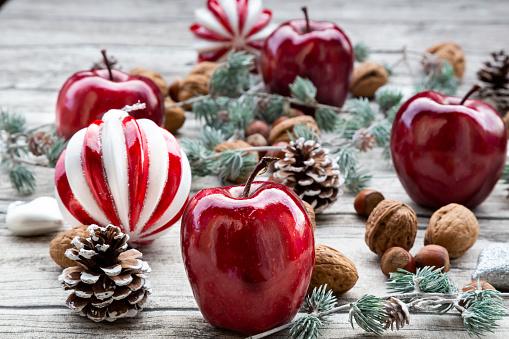 Pine Cone「Christmas apples, walnuts, hazelnuts and Christmas decoration on wood」:スマホ壁紙(18)