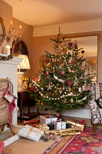 Christmas Cracker「Christmas at the country home of textile designer Kate Forman」:スマホ壁紙(17)