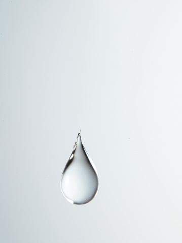 Droplet「Tear shaped water drop suspended in air, close-up」:スマホ壁紙(1)
