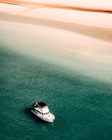 Wave「ボートとウィット サンデー ビーチ」:スマホ壁紙(6)