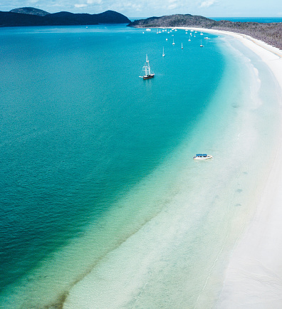 Queensland「whitsunday beach with a boat」:スマホ壁紙(2)
