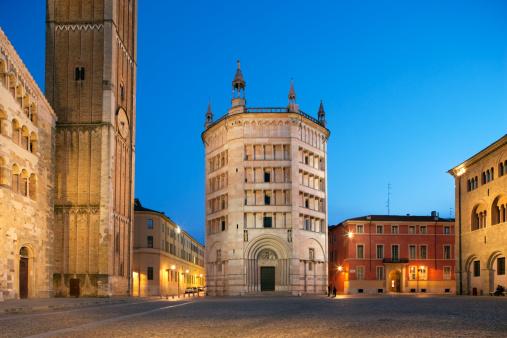 Parma - Italy「Baptistry on the Piazza del Duomo in Parma, Italy」:スマホ壁紙(10)