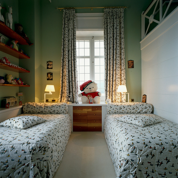 Domestic Room「View of two single beds in a childrens room」:写真・画像(19)[壁紙.com]