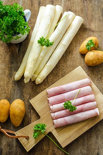 Asparagus「Raw asparagus, potatoes, cooked ham and parsley」:スマホ壁紙(11)